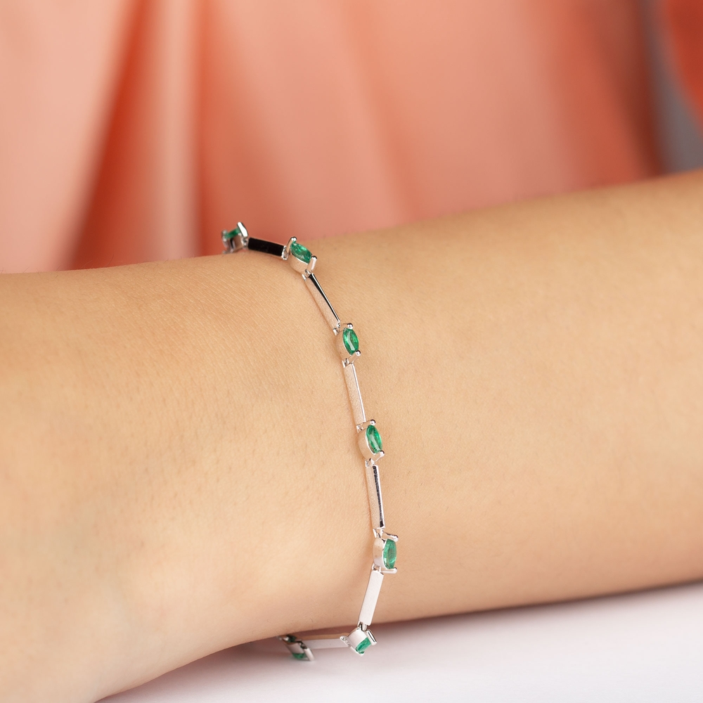 1.25 CT Marquise Cut Emerald and Gold Link Bracelet in Prong Setting