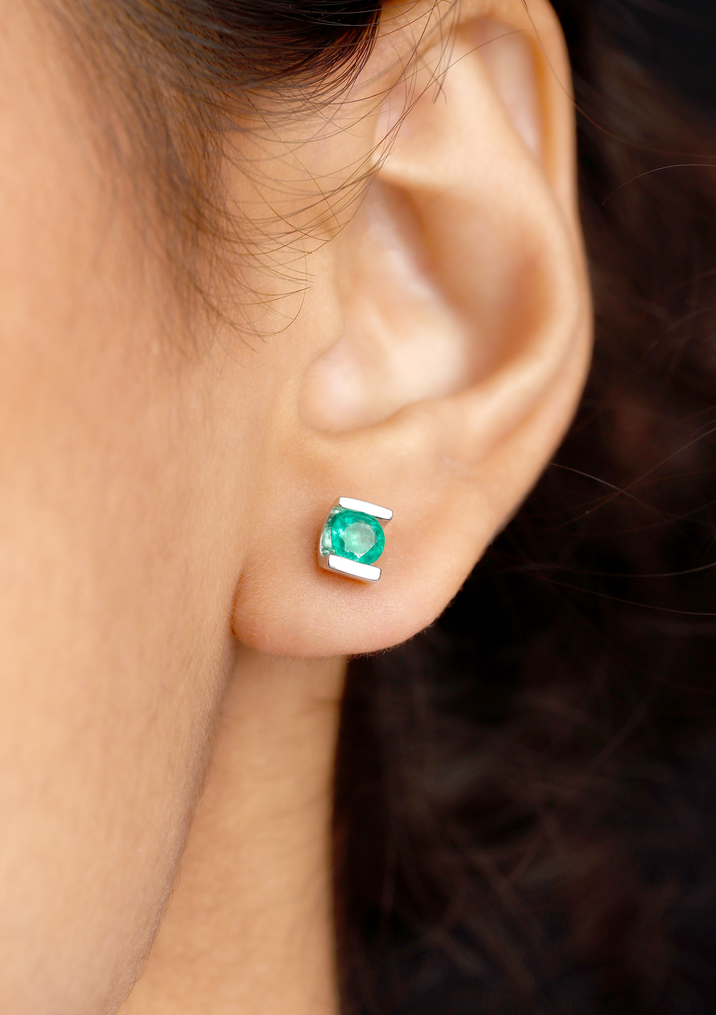 5 MM Round Cut Emerald Solitaire Stud Earrings in Bar Setting