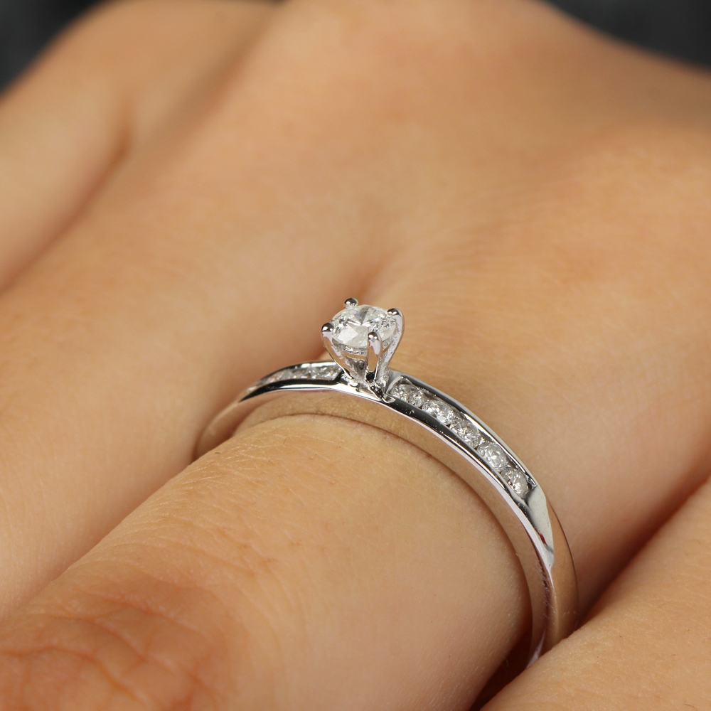 1/4 CT Diamond Simple Solitaire Ring with Side Stones